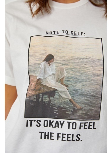 Setre Lila Baskılı Kısa Kol T-Shirt Ekru